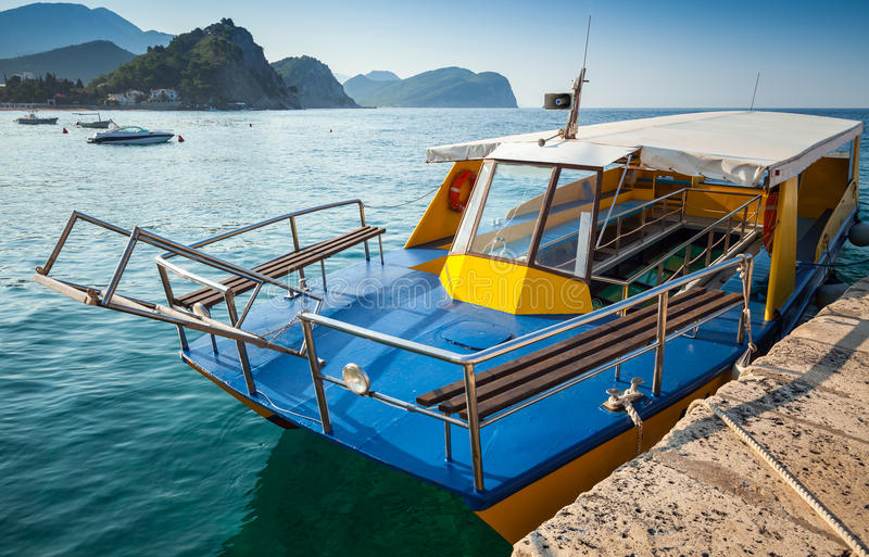 Download Pleasure Boat With Glass Bottom Stock Photo - Image: 35568174