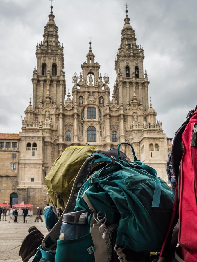 Plecak pielgrzym z Santiago De Compostela Katedra w Obradoiro kwadracie w Santiago De Compostela obrazy royalty free