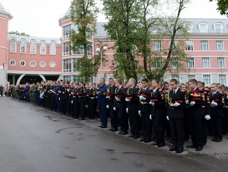 Plechtige bouw in de Eerste militaire school van Moskou stock foto