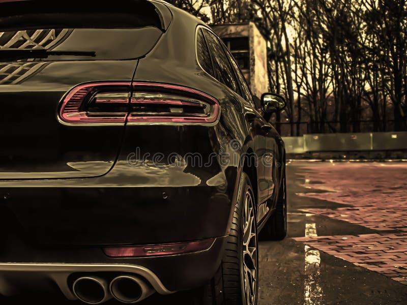 plecy i strona ciemni luksusowi samochody zdjęcie stock