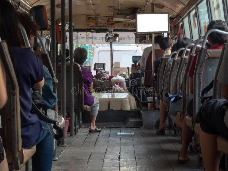 Plecy pasażery siedzi na autobusie zdjęcia royalty free