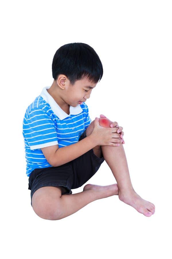 Plein corps d'enfant blessé au genou D'isolement sur le fond blanc photographie stock