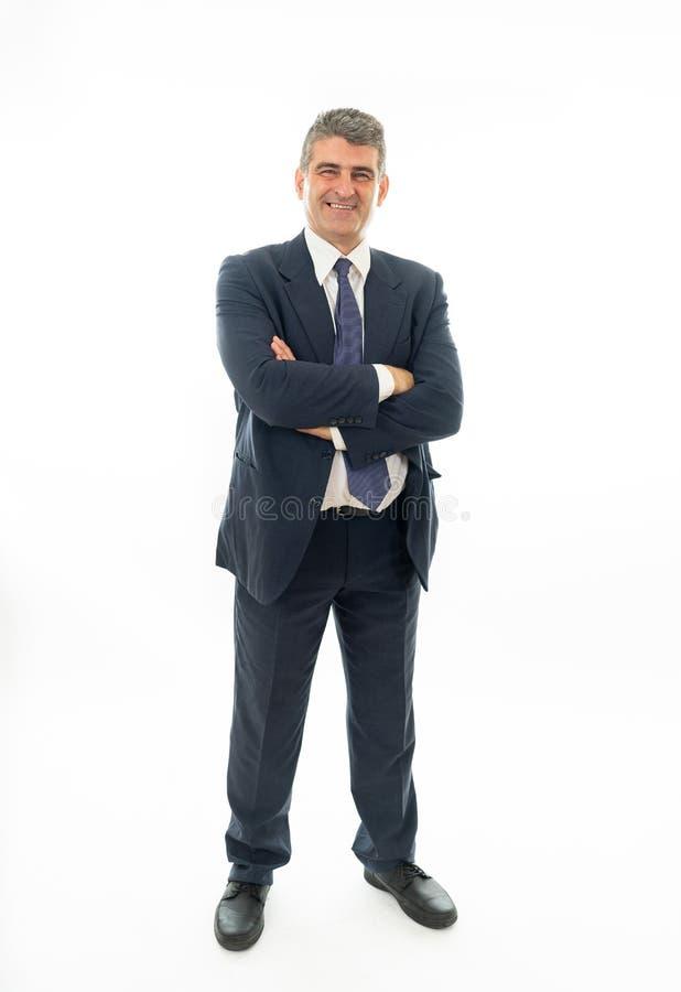 Plein corps de l'homme d'affaires caucasien bel mûr sûr dans la position formelle d'isolement sur le fond blanc photos libres de droits