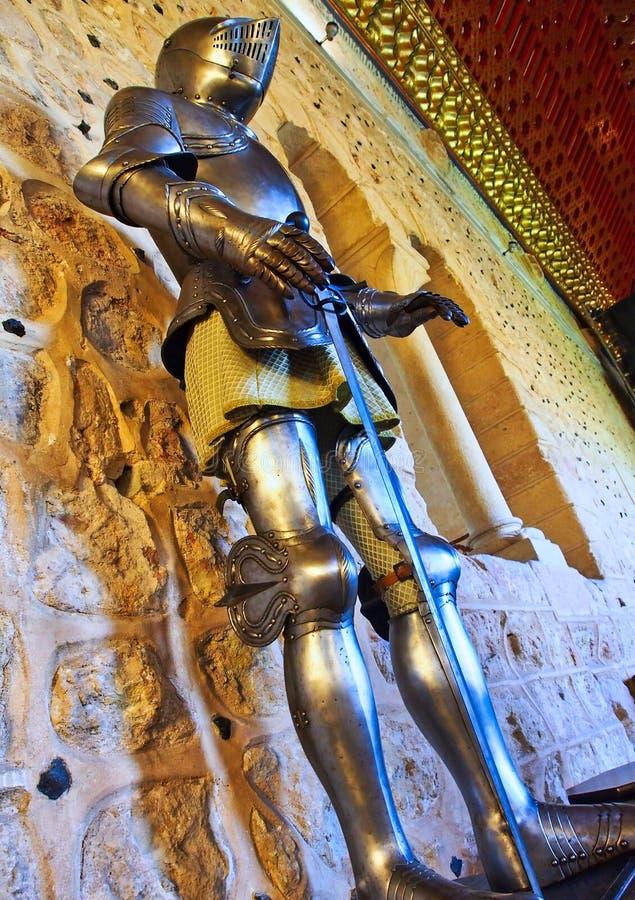 Plein costume d'armure, château de Ségovie, Espagne images libres de droits