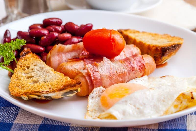 Download Plein déjeuner anglais image stock. Image du personne - 56475079