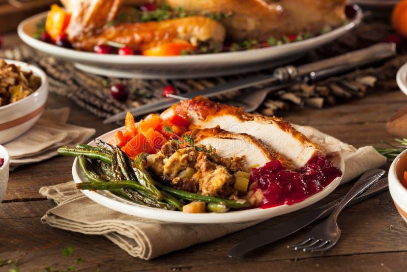 Plein dîner fait maison de thanksgiving photos stock