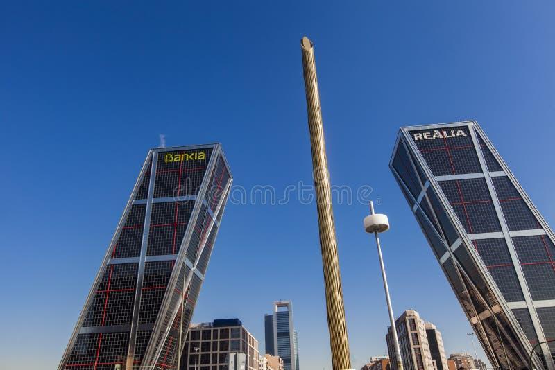 Plein DE Castilla met de Torens van Puerta DE Europa in Madrid, Spanje stock foto's