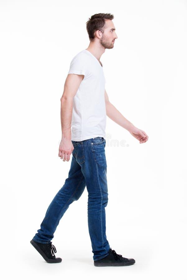 Plein portrait d'homme de marche. photos libres de droits
