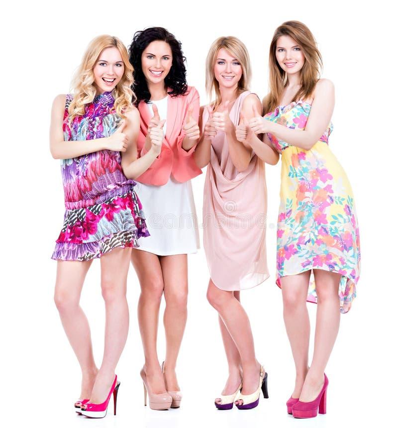 Plein portrait de jeunes femmes heureuses de groupe images stock