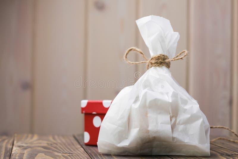 Plein sac de papier à nourriture image stock