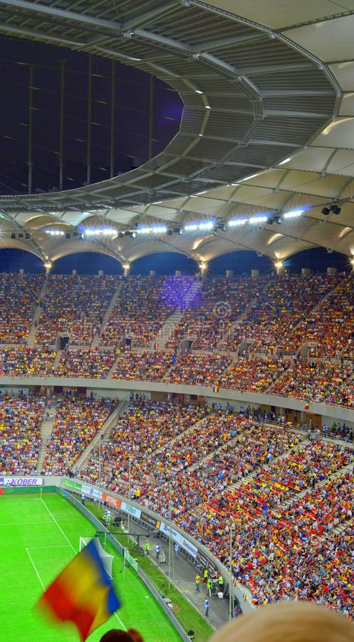 Plein stade de football - arène nationale à Bucarest image stock