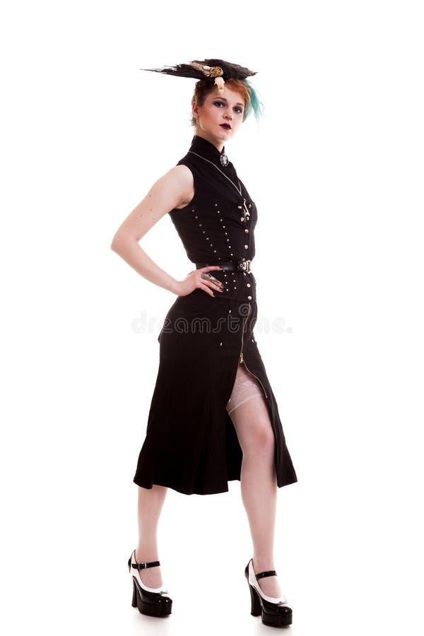 Pleine femme de corps dans le costume de pirate d'isolement au-dessus du fond blanc photo stock