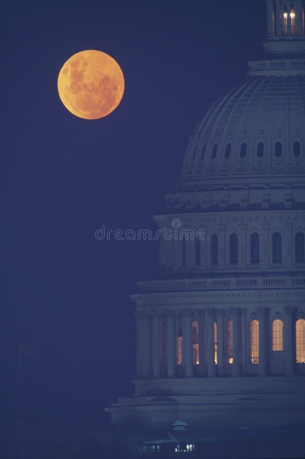Pleine Lune Au-dessus De Capitol Des États-Unis Photos stock