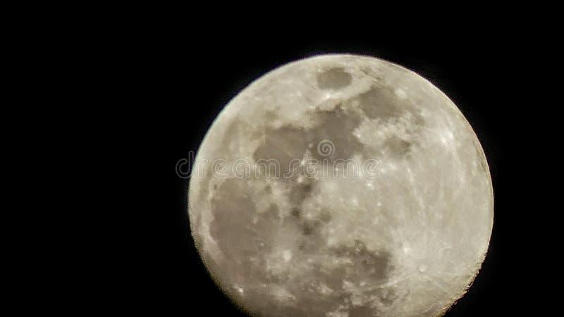 Pleine lune avant une éclipse image stock