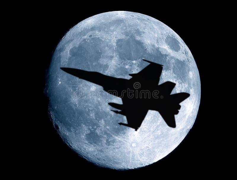 Pleine lune avec l'avion de guerre photographie stock libre de droits