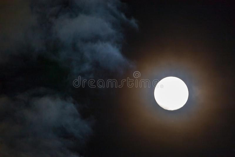 Pleine lune comme vu au-dessus de la mer de Caribean à Montego Bay Lucea Jamaïque photographie stock libre de droits