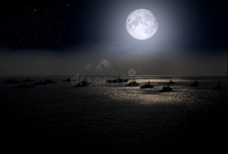 Pleine lune et navires de guerre au-dessus de la mer la nuit photographie stock