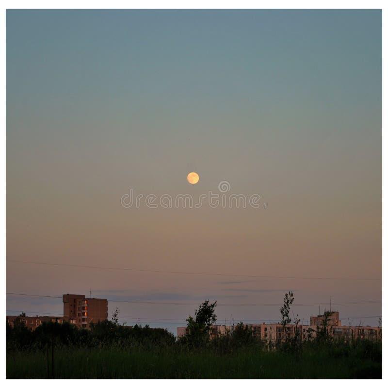 Pleine lune le soir photos libres de droits
