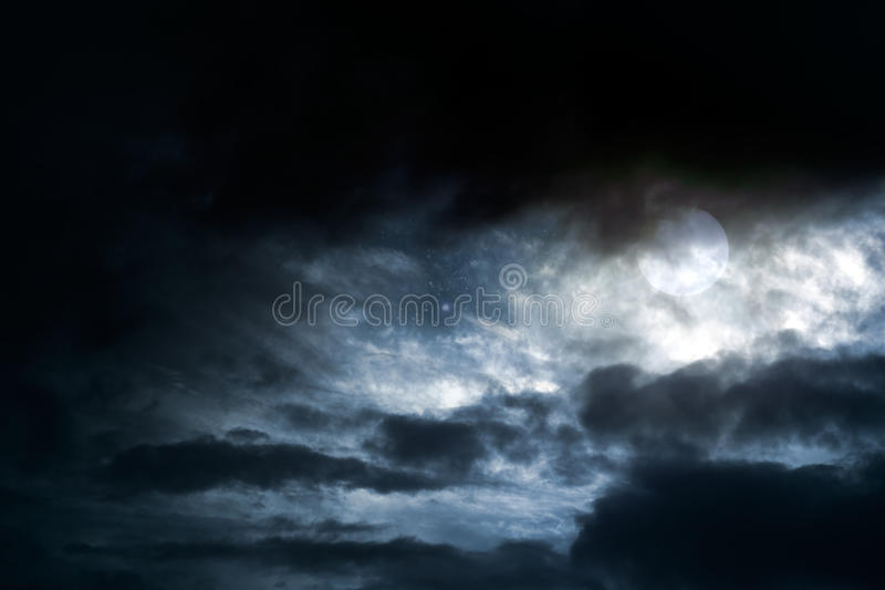 Pleine lune obscurcie photo stock