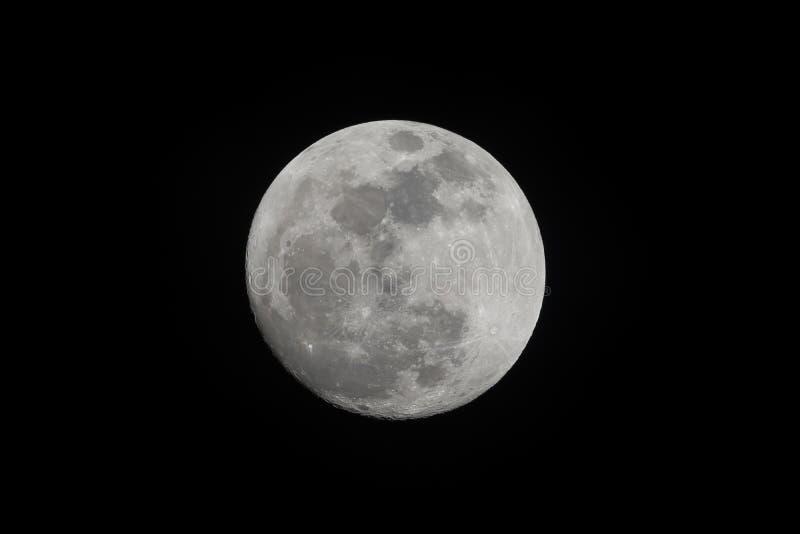 Pleine lune prise en novembre 13,2016, d'isolement sur le blac photographie stock libre de droits