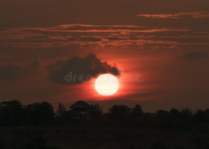 Pleine silhouette de coucher du soleil images libres de droits