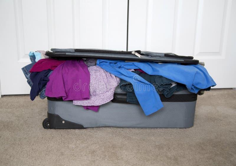 Pleine valise images stock