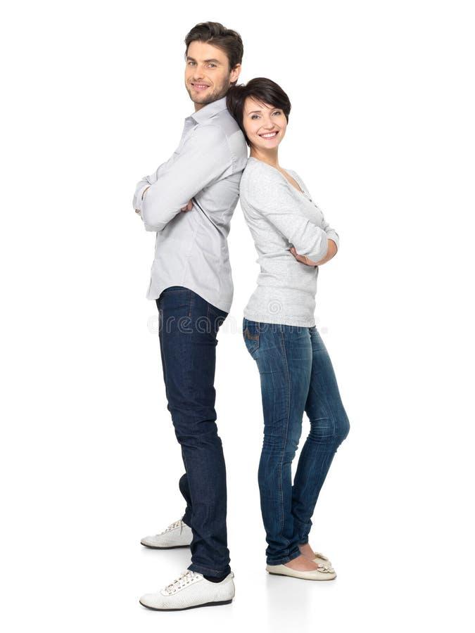 Pleine verticale des couples heureux d'isolement sur le blanc photo libre de droits