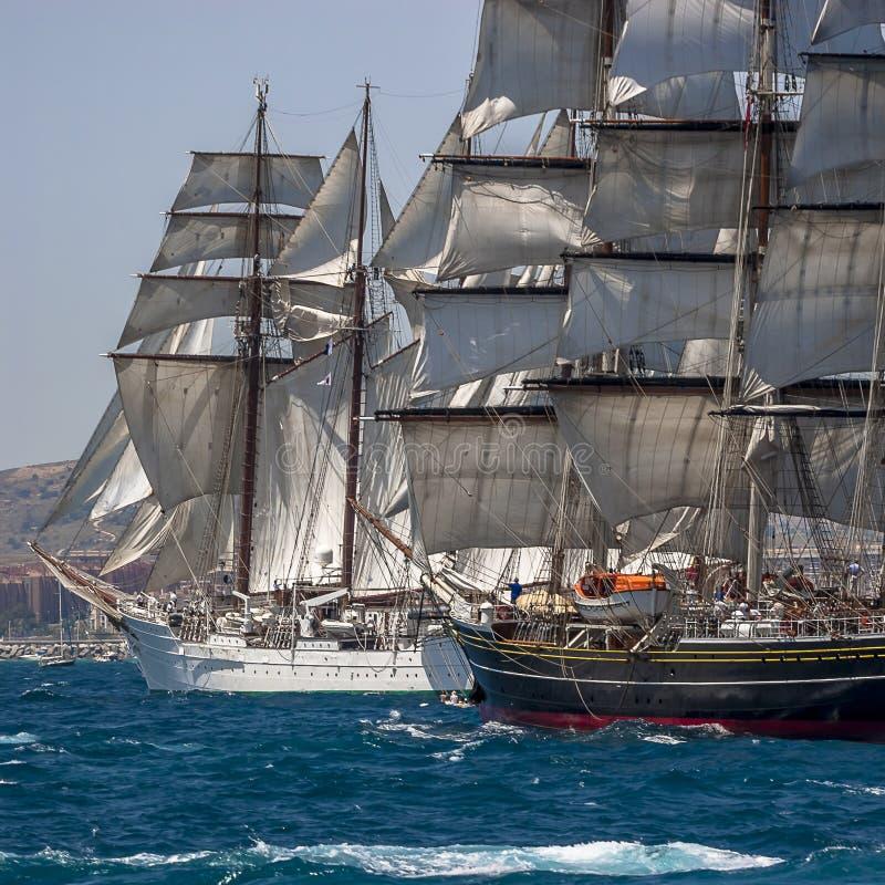 Pleine voile de bateaux grands photographie stock libre de droits