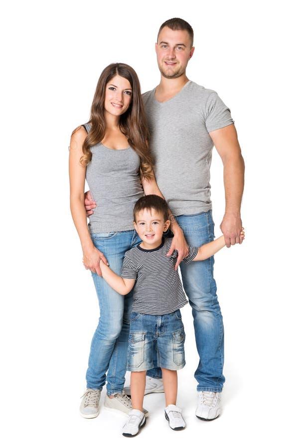 Pleins portrait de Lengrh de famille, père de mère et enfant sur le blanc image libre de droits