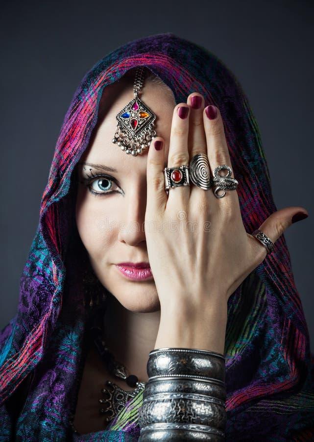 Plemienna kobieta w szaliku obrazy stock