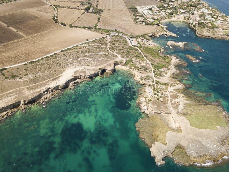 Plemmirio风景海岸线鸟瞰图在西西里岛 库存照片