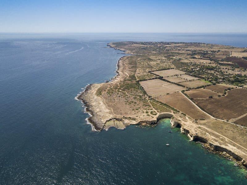 Plemmirio风景海岸线鸟瞰图在西西里岛 免版税库存图片