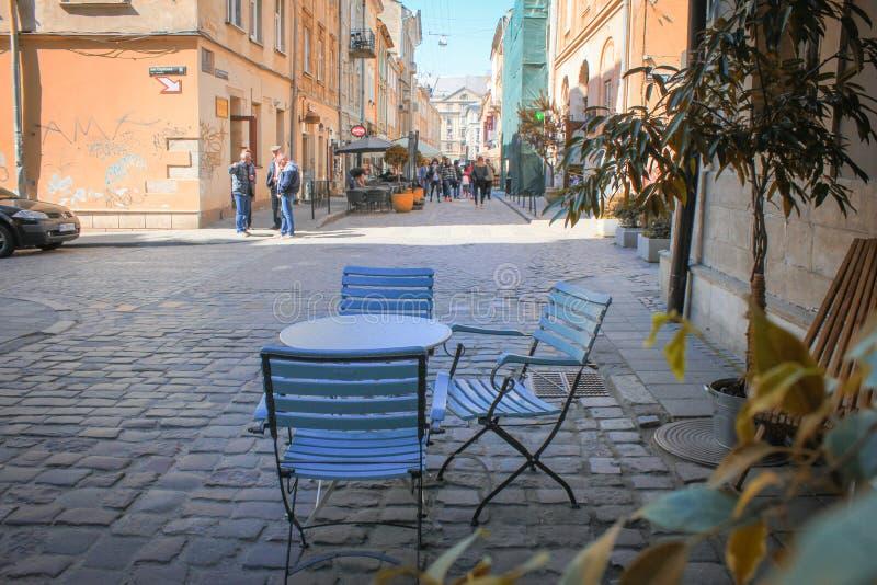 Plenerowa kawiarnia w starym miasteczku obrazy royalty free