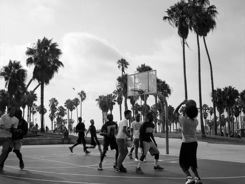 Plenerowa koszykówka przy Wenecja plażą obrazy royalty free