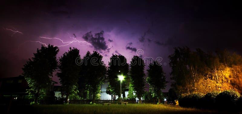 Plenerowa lato burza z błyskawicą obrazy stock