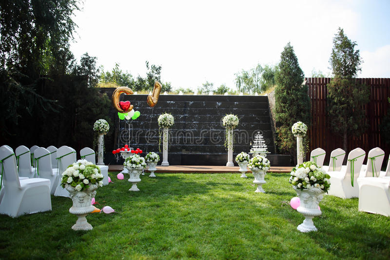 Download Plenerowa ślubna scena obraz stock. Obraz złożonej z piękny - 28954251