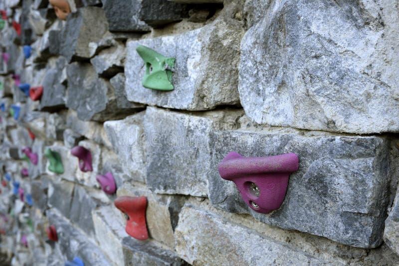 Plenerowa sztuczna rockowego pięcia ściana zdjęcie stock