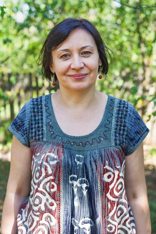Plenerowa w średnim wieku kobieta obraz stock