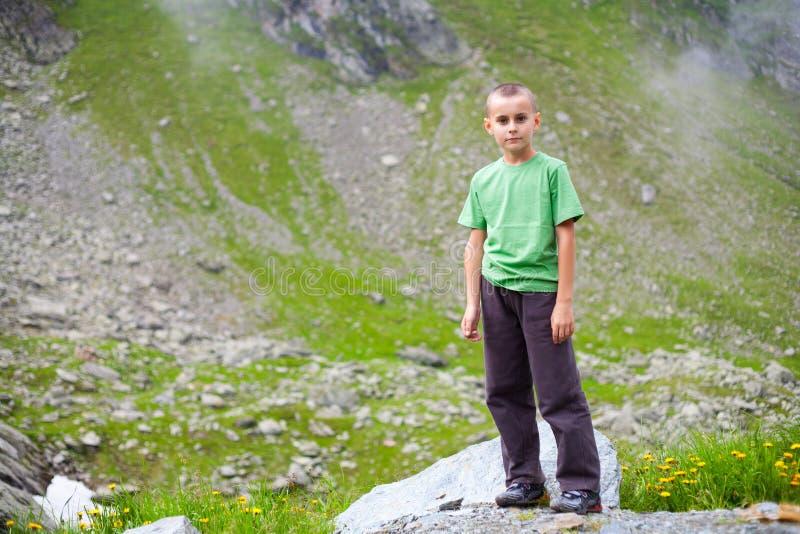 plenerowe dzieciak śliczne góry obrazy royalty free