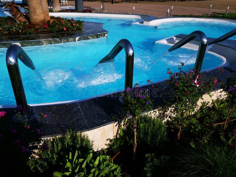 Plenerowy basen z termiczną wodą i hydromassage fotografia royalty free