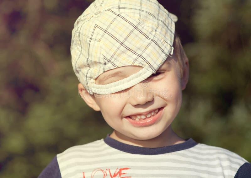 plenerowy chłopiec uśmiech fotografia stock