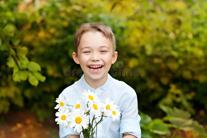 plenerowy chłopiec uśmiech zdjęcia stock