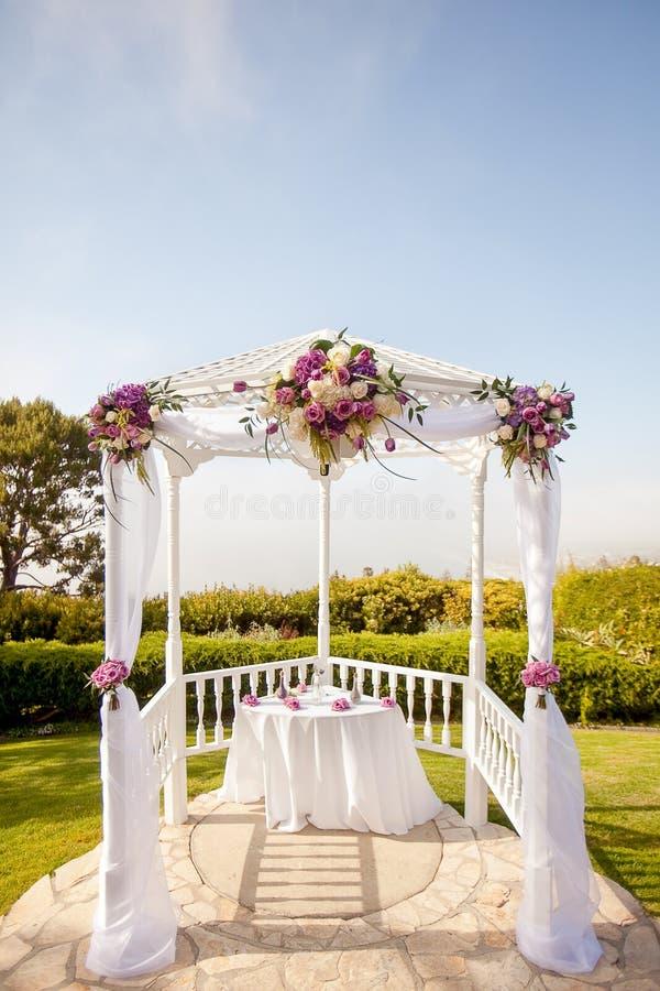 Plenerowy gazebo używać jako ślub zmienia zdjęcia royalty free