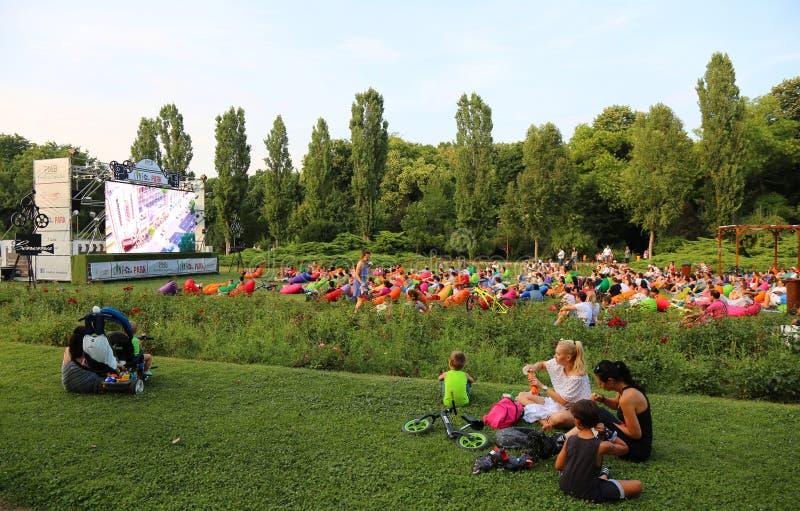Plenerowy kino w parku obrazy stock