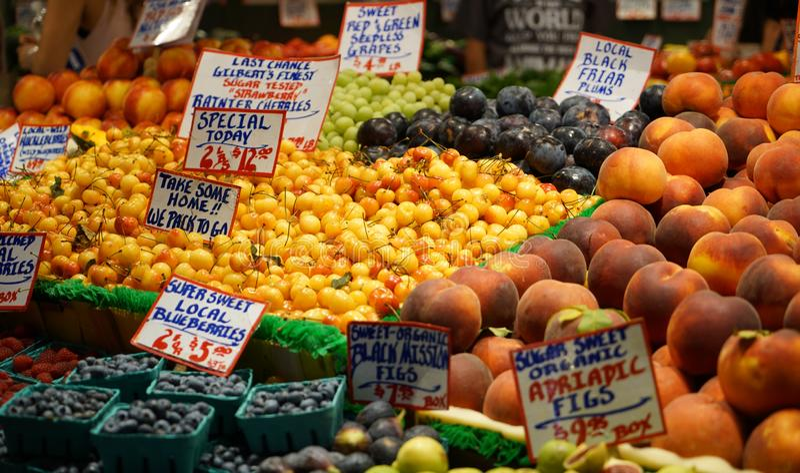 Plenerowy owocowy rynek fotografia royalty free