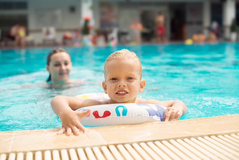 Plenerowy pływacki basen zdjęcia stock