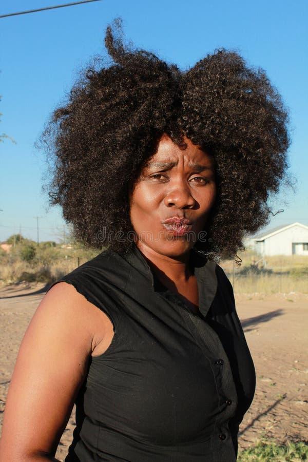 Plenerowy portret piękny afrykański kobiety pouting obraz stock