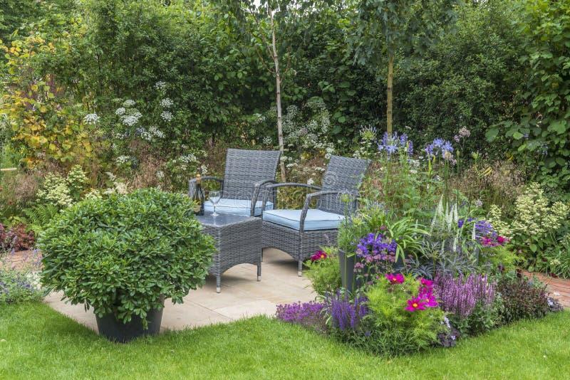 Plenerowy utrzymanie w ogródzie - zdjęcia stock