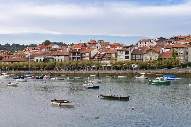 Plentzia-Stadt in Vizcaya stockbilder