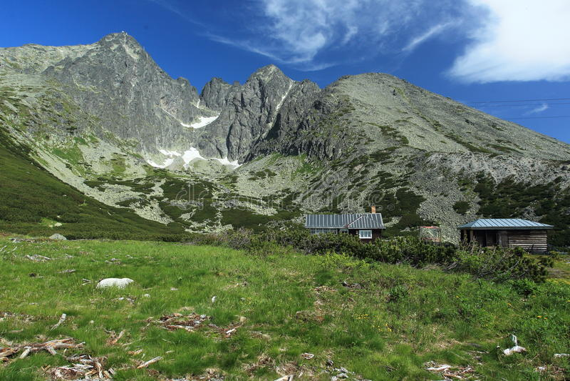 Pleso de Skalnate em montanhas altas de Tatras fotos de stock